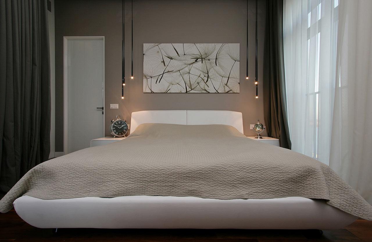 el dormitorio principal lleva en tonos ms acogedor para contrastar con las tonalidades blancas