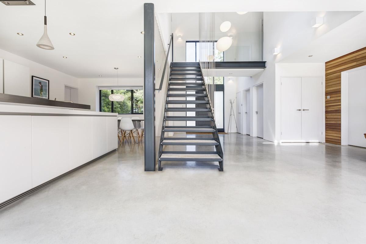Antigua vivienda rehabilitada a casa minimalista en for Casa minimalista