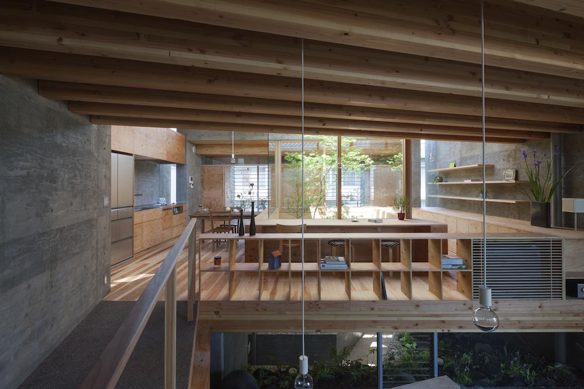 Una casa minimalista japonesa que interact a con su for Casa minimalista japonesa